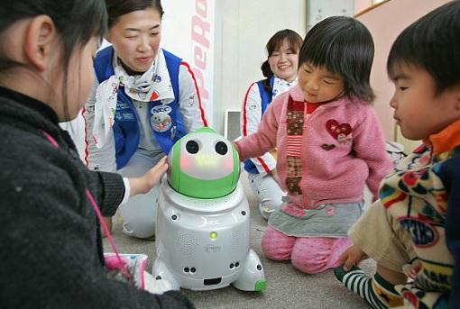 máy phiên dịch robot Papero nhận được nhiều tình cảm từ trẻ em