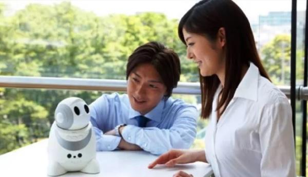 máy phiên dịch robot papero có thể dịch hai ngôn ngữ tiếng Anh và tiếng Nhật