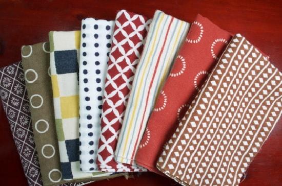 Đi du lịch Nhật nên mang theo gì? Một chiếc khăn tay