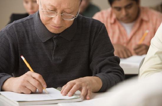 Học ngoại ngữ giúp ngăn chặn suy giảm trí nhớ